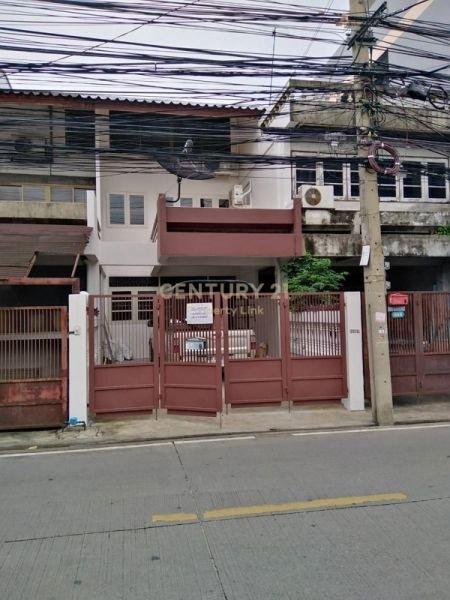 For rent townhouse 3 floors, Lat Phrao 48 road, near Chokchai 4, MRT Lat Phrao / 46-TH-62108