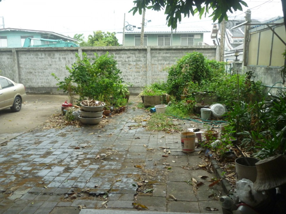 House for sale With 1 rai of land in Soi Vibhavadi Rangsit 33, just 700 meters / 38-HH-63033