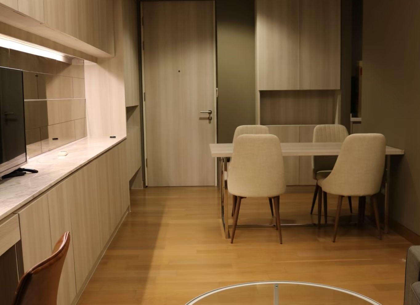 Nice condo on high floor near Emporium - Lumpini 24
