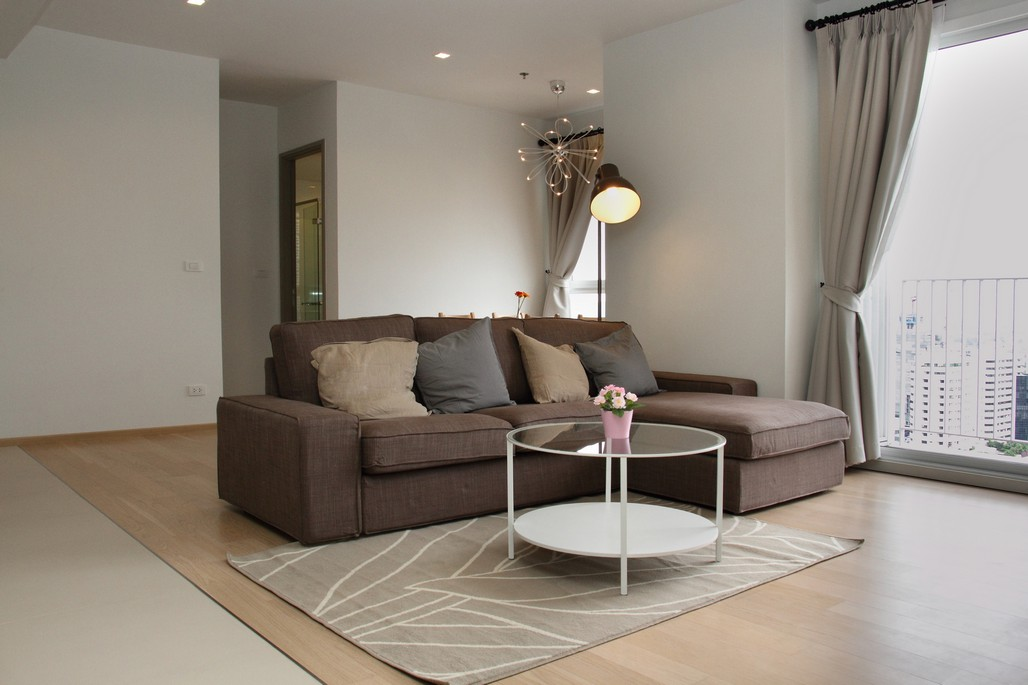 HQ is a contemporary estate is easily accessible to Thong lor area surrounded by all amenities