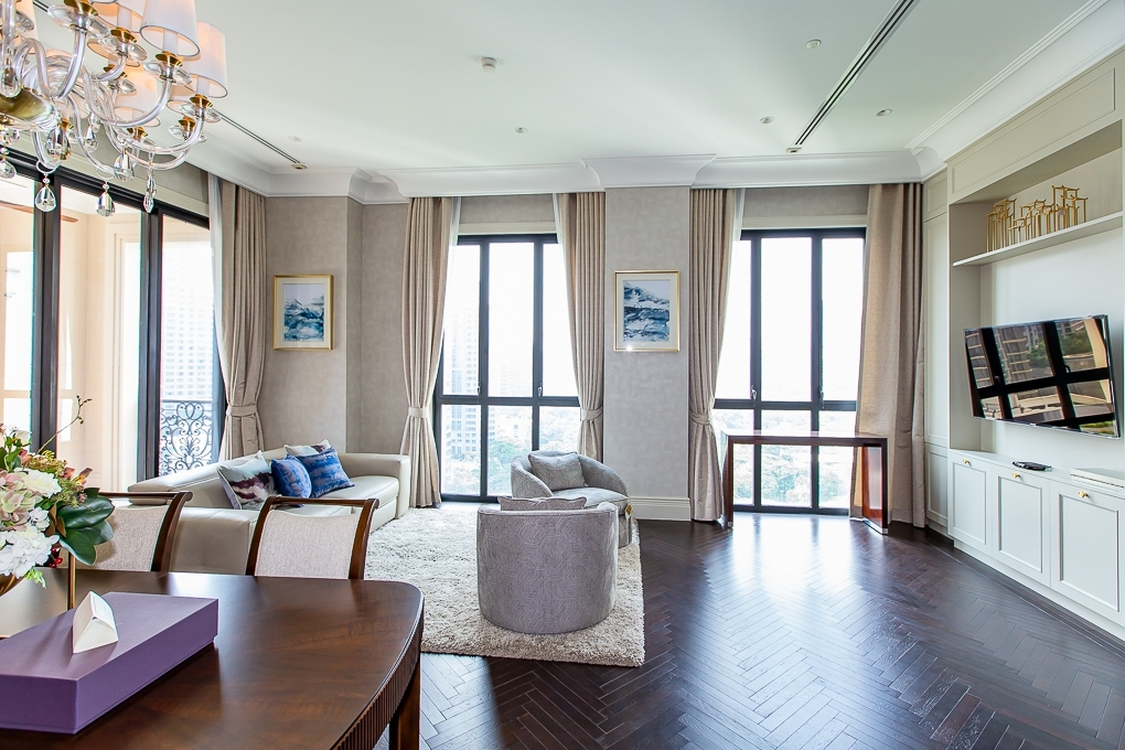 LTH2096 – 98 Wireless FOR RENT 2 beds 3 baths size 132.57 Sq.M. BTS Phloen Chit station ONLY 350k /Month