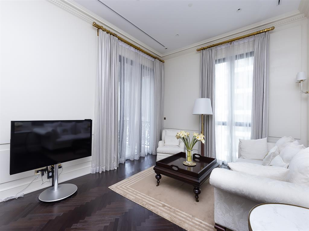 98 Wireless created with elaborate in every detail of the project to give you happiness in all aspects of life. This fabulous 2-bedroom and 3-bathroom with a bathtub unit provide the large usable area of 132.57 Sq.M. on the east, including a well-allocated kitchen, a wide balcony with a beautiful garden view, making you feel more convenient with excellent quality facilities in the project such as a Pool, Limousine Service, Private Lift in Every Unit, Quintessentially Service, Jacuzzi, Spa & Massage Room, and Tea Room. Adding a classy style to urban life with the location near the Ploenchit BTS