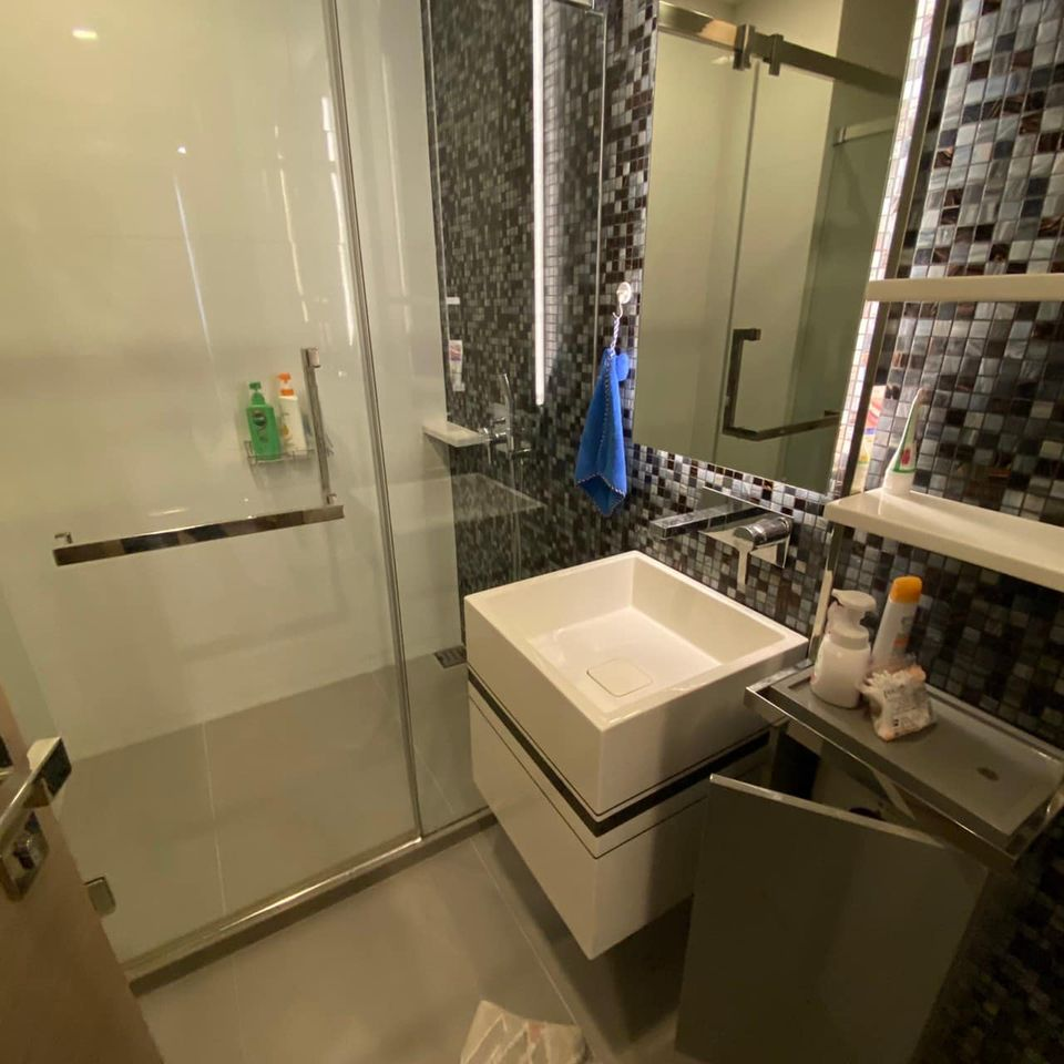 LTH3461 – The Room Rama 4 FOR SALE 1 bed 1 bath size 45 Sq.M. Nearby MRT Hua Lamphong station ONLY 7.5 MB