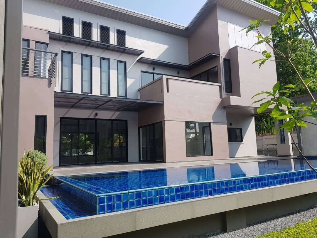 LTH3464 – House with Private Pool FOR RENT in Phrom Phong 4 beds 3 baths size 625 Sq.M. Nearby BTS Phrom Phong station ONLY 200k/Month