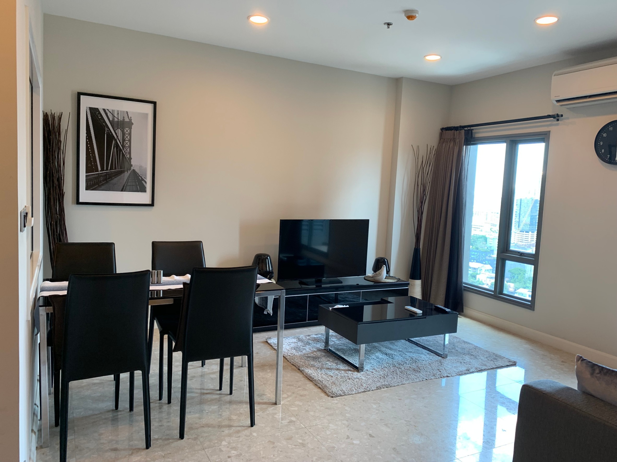 LTH3581 – The Crest Sukhumvit 34 FOR RENT 2 Beds 2 Baths size 70 SQ.M. Nearby BTS Thonglor station ONLY 55k/Month