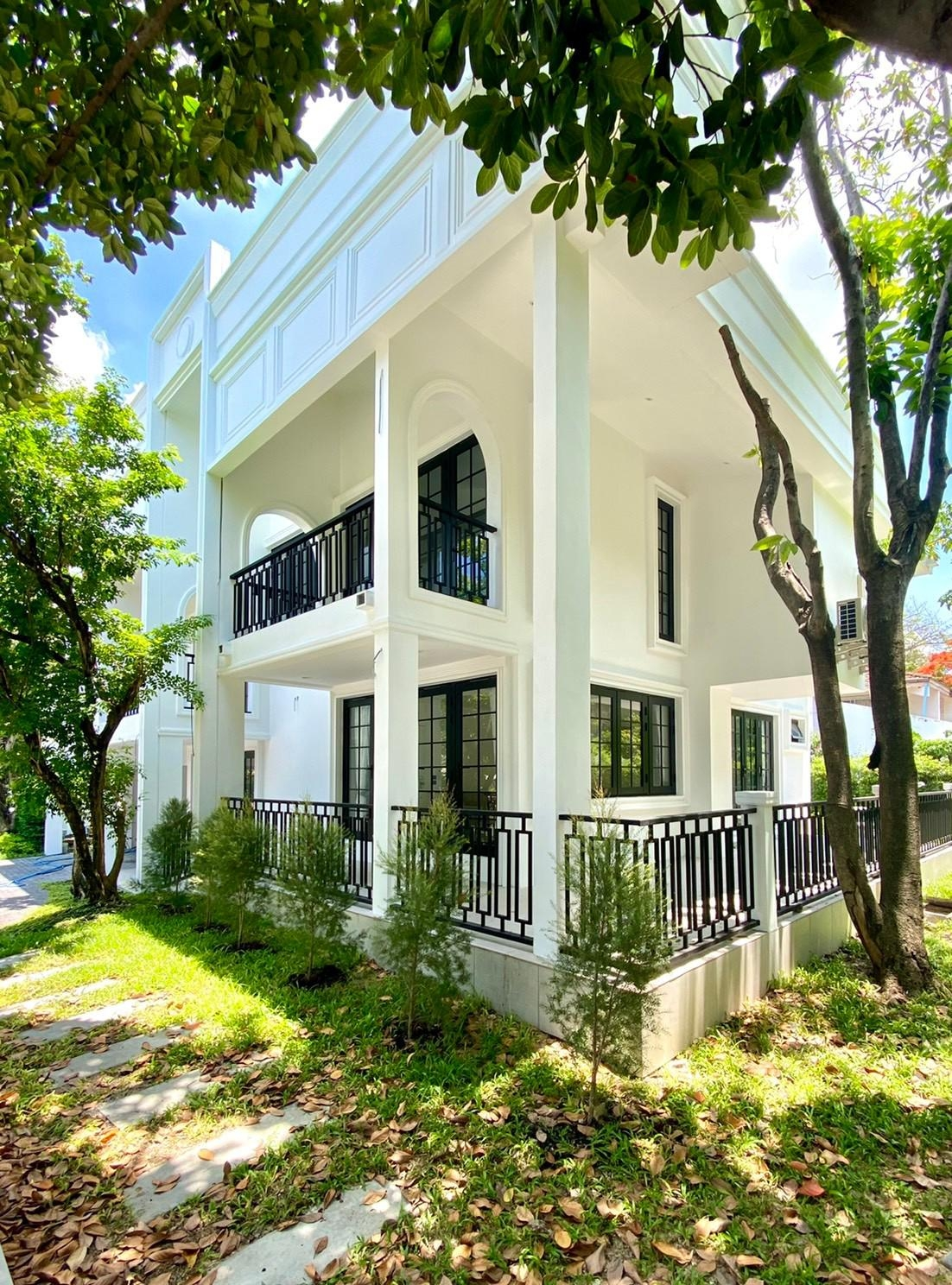 LTH3582 – Boutique House FOR RENT in Onnut area 5 Beds 5 Baths size 310 SQ.M. Nearby BTS Onnut station ONLY 150k/Month