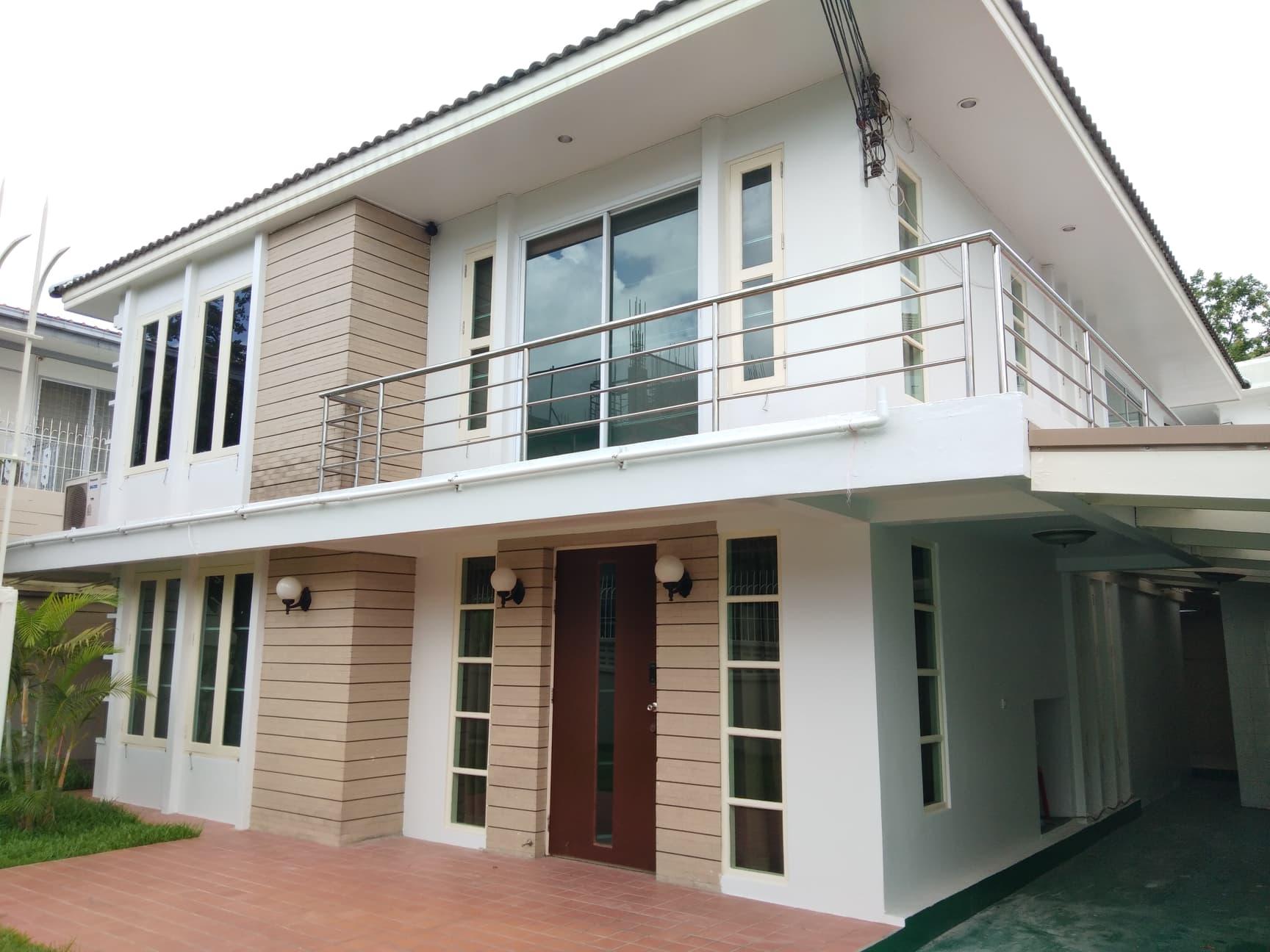 House in Ekamai