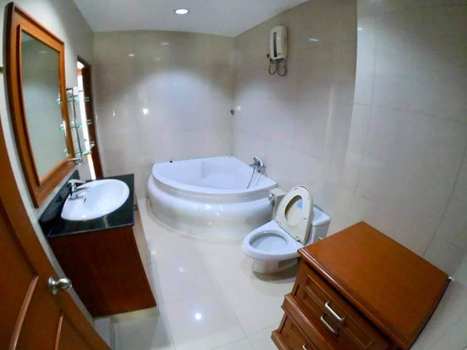 Townhouse in Compound Thonglor