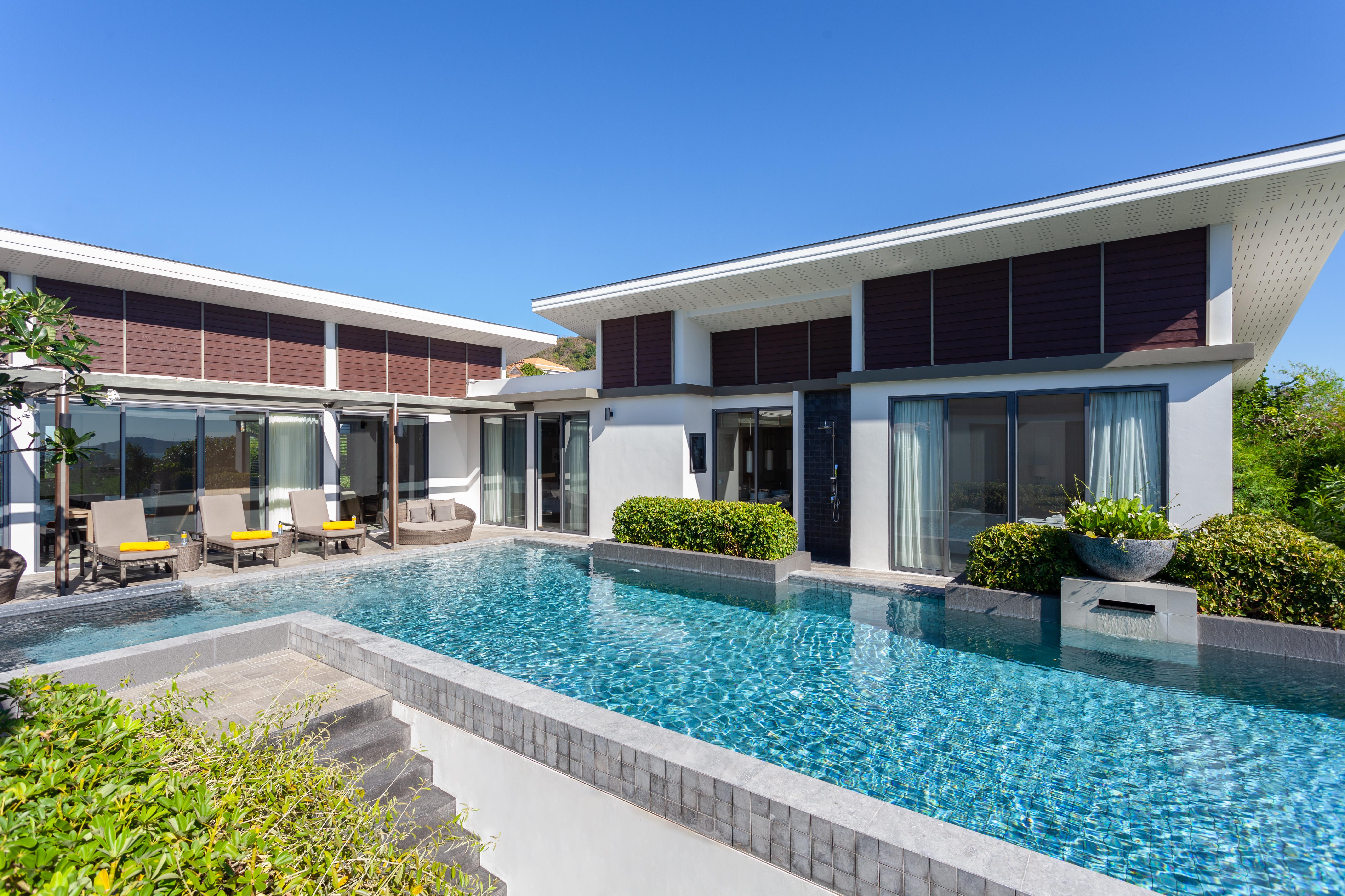 Modern 6 bedroom villa for rent