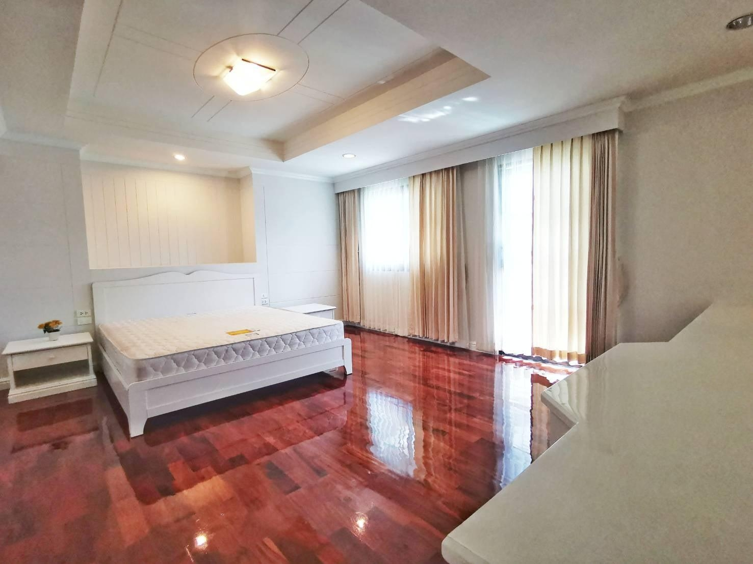 LTH3805 – Pet-Friendly Apartment FOR RENT in Asoke area 3 beds size 250 Sq.M. Nearby BTS Asoke station ONLY 65k/Month