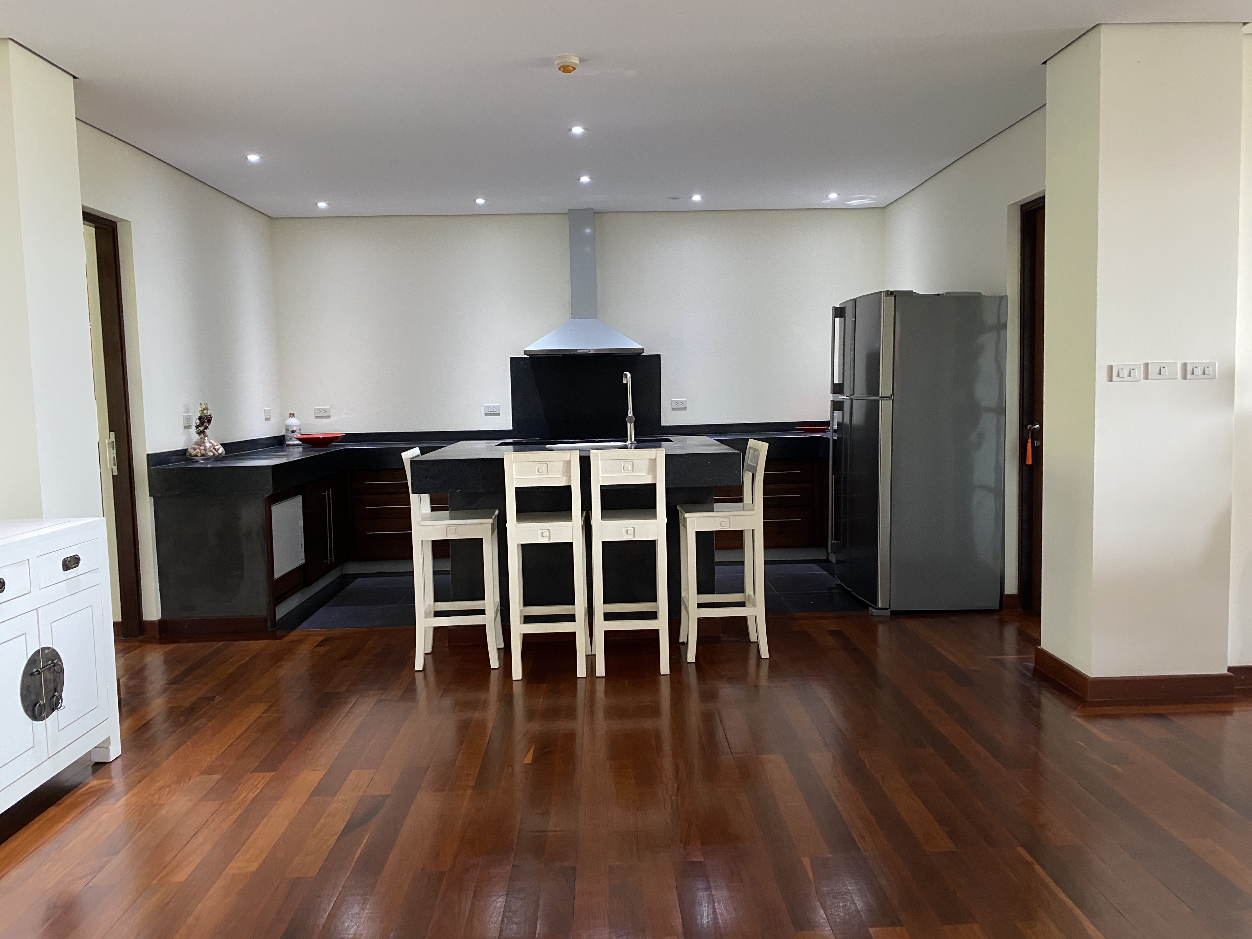 Upscale condominium just minutes from downtown
