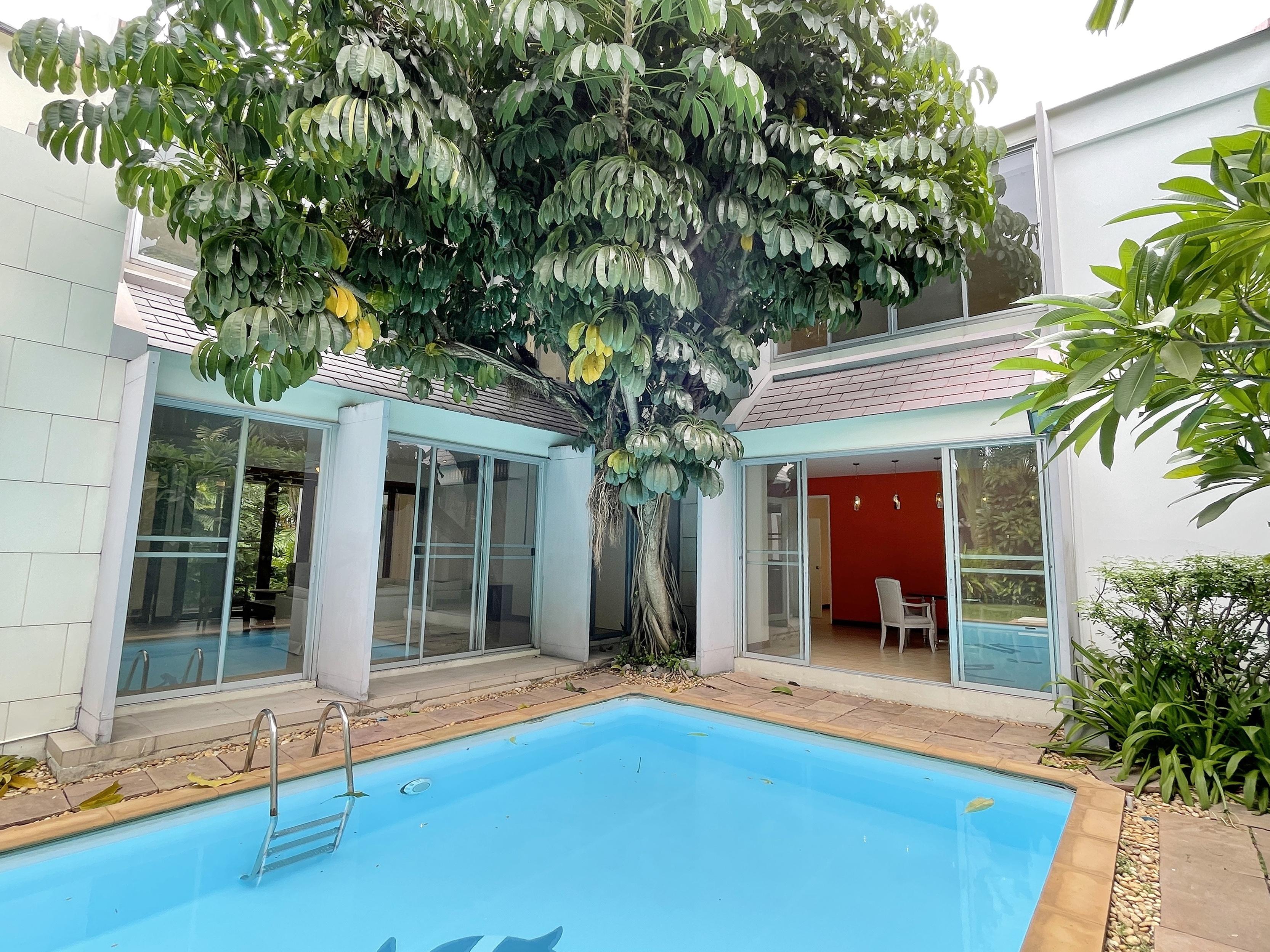Single House with Pool + Big garden on Rama9-Petchaburi for rent 170,000 THB