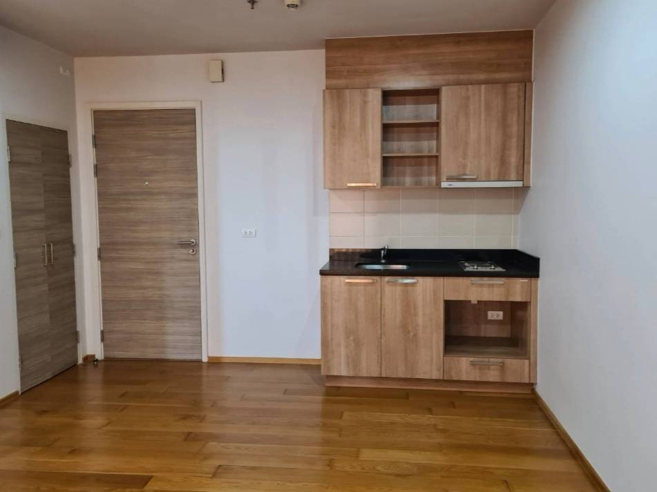 A10210713  For Sale 1 bedroom at Hive Taksin near BTS Wongwianyai