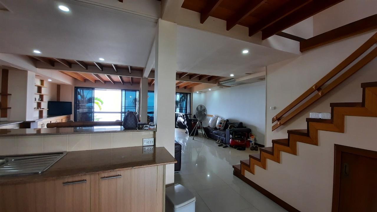 Apartments 4 floor 3Bedroom  On The Beach  Na Jomtien beach Patttaya