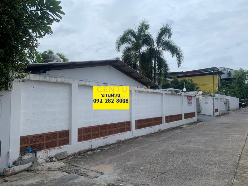 Land for sale 700 sq.wa with 2 houses, Ekamai area, Sukhumvit 63, Wattana/48-LA-64015.