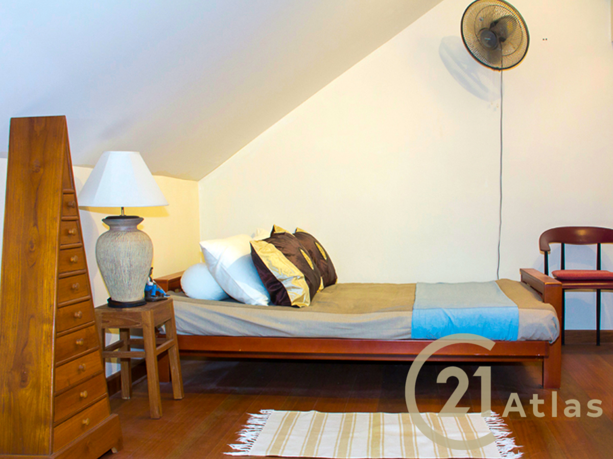 4 bedrooms Sea View property