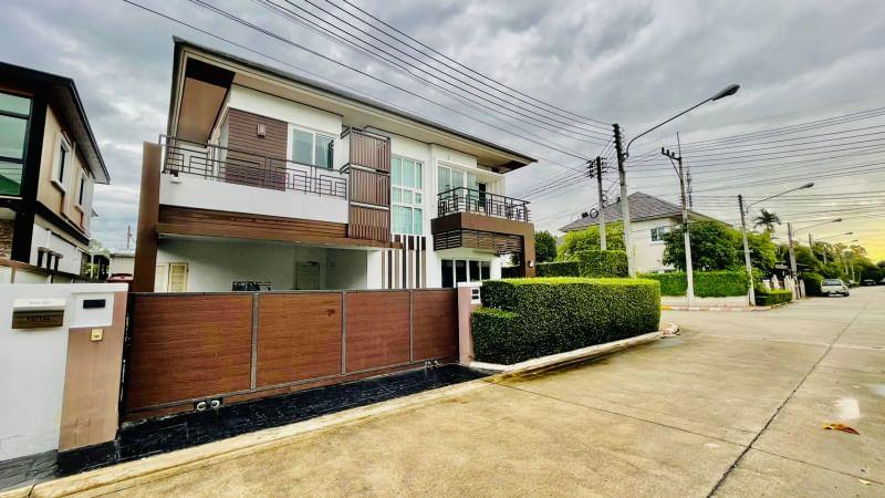 2 storey house on Sukhumvit road. Bang Lamung - Pattaya