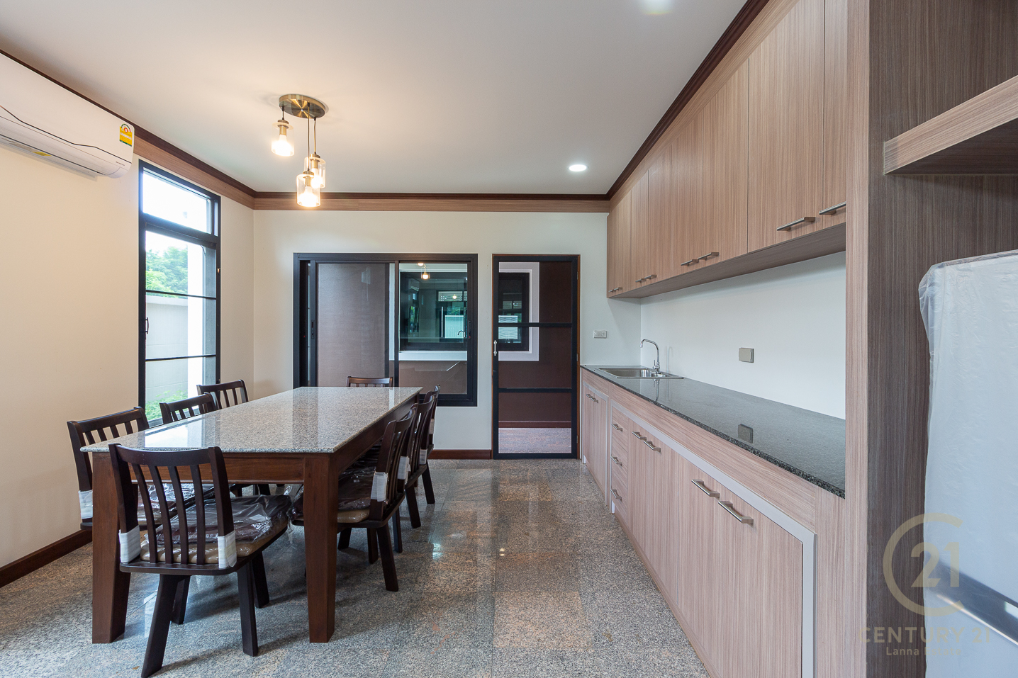 Beautifully untouchable House for SALE, ultimate privacy