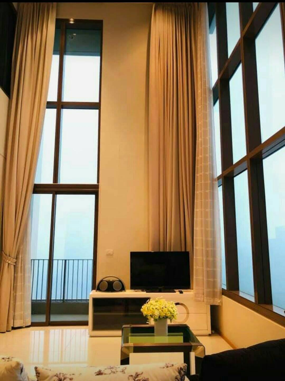 2bed2bath for rent at The Emporio Place