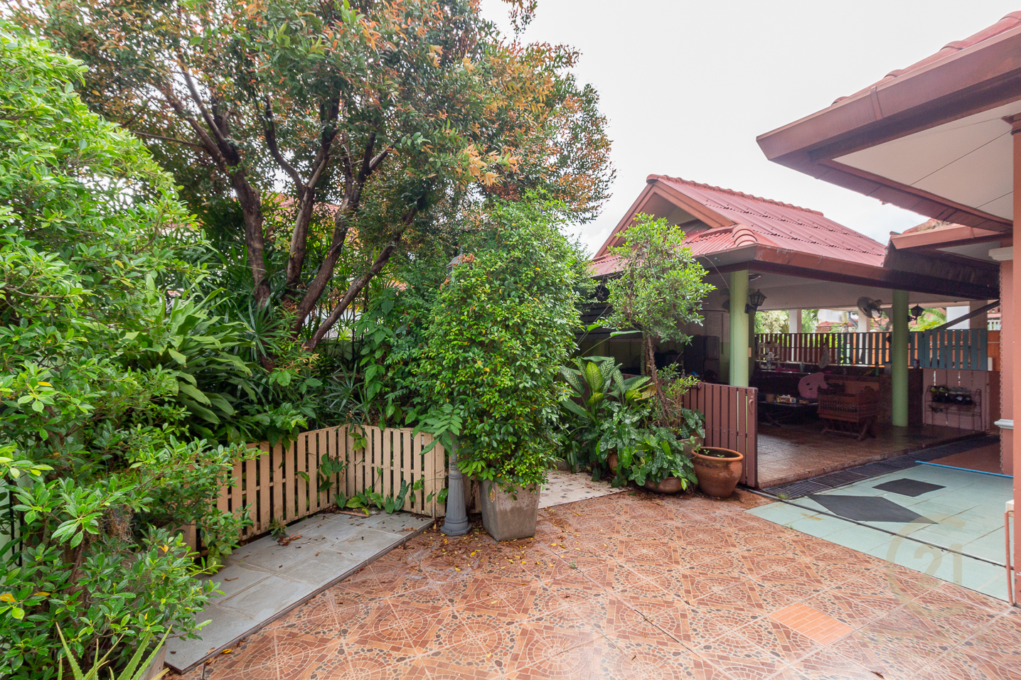 House for SALE in a quiet area at the corner plot
