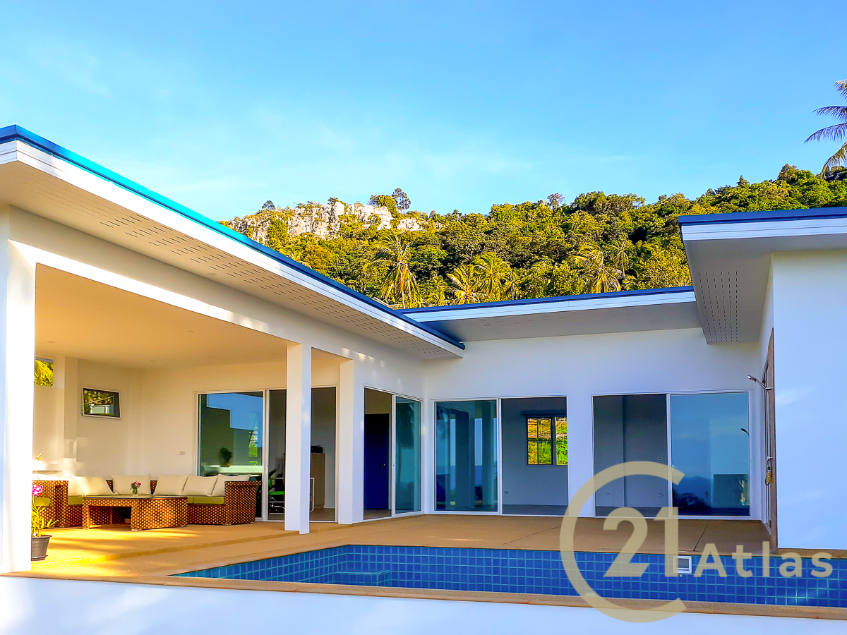 Complex of 6 pool villas with sea view