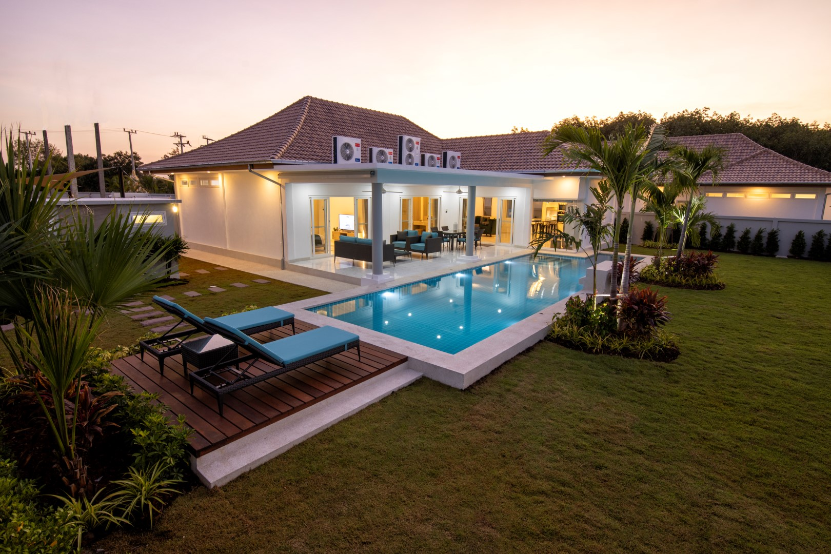 Luxury Pool Villas with magnificent mountain view
