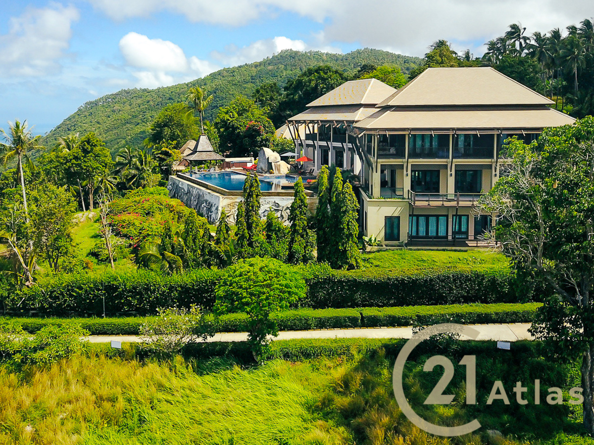 Luxurious private 6 bedrooms estate with breathtaking sea views