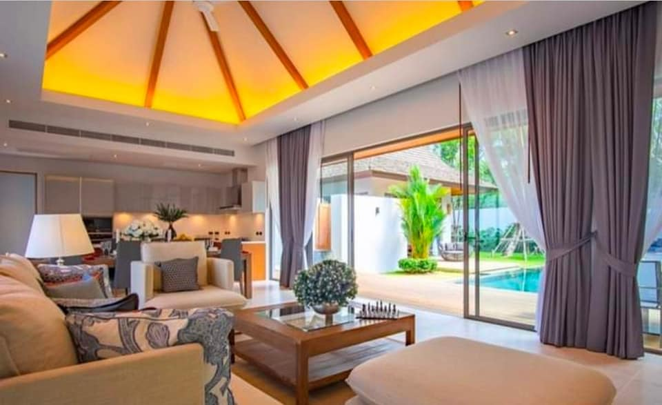 Luxury 3 Bedrooms Pool Villa for rent in Cherng Talay