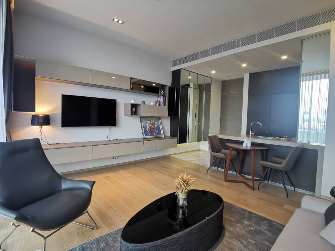 Modern & Luxurious 1 Bedroom Unit for RENT & SALE @ Saladaeng One