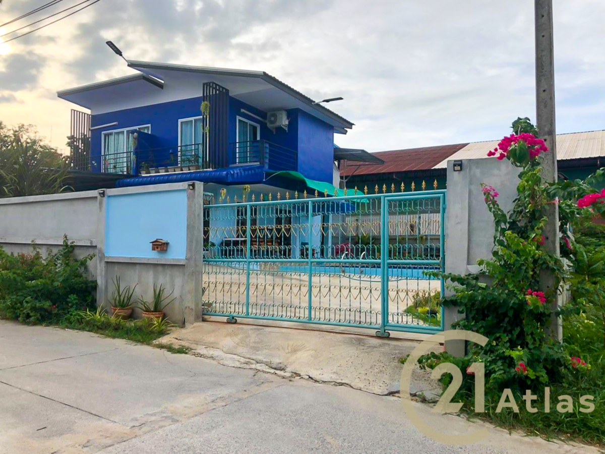 4 bedrooms house with Swimming pool