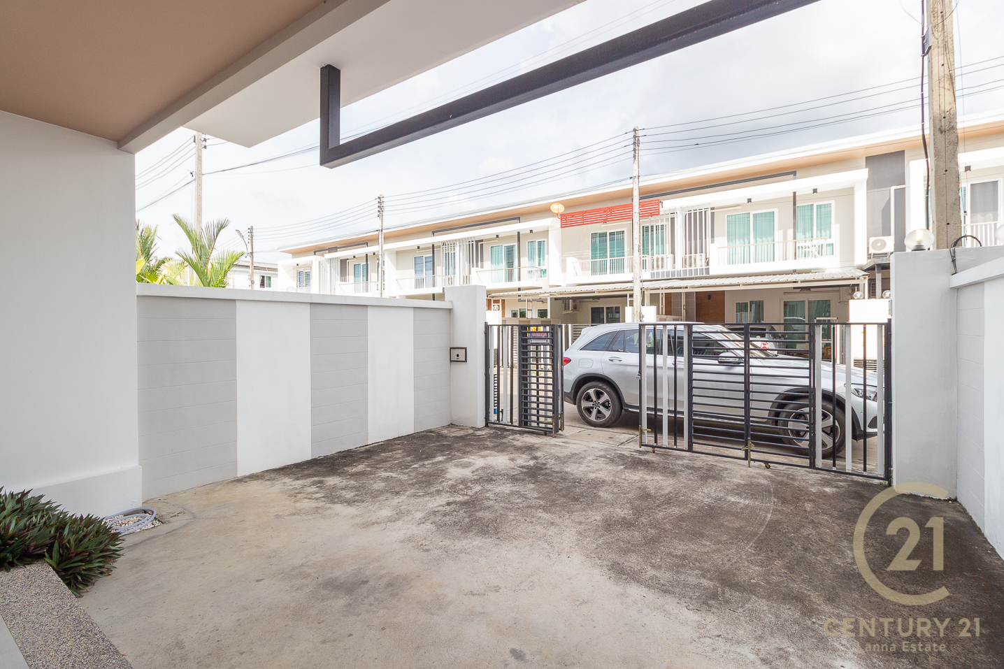Corner plot Townhouse for RENT, lovely decorated furniture